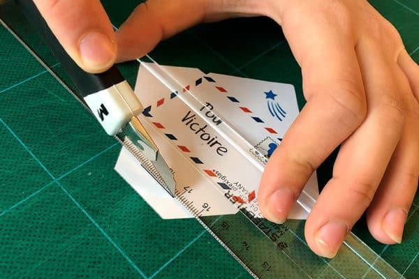 Découpage d'un lettre miniature