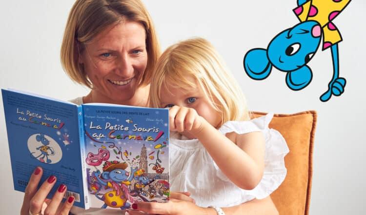 Maman qui lit un livre avec sa petite fille